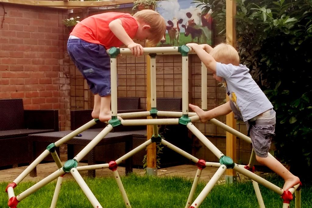 Een veelzijdig klimrek in een kleine tuin? Het kan!