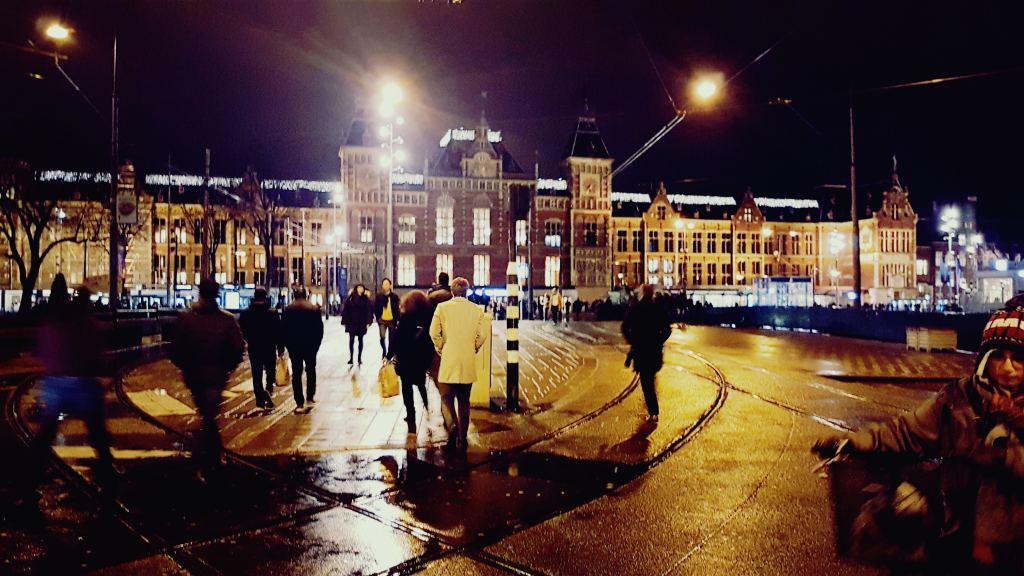 anoniem in amsterdam, centraal station